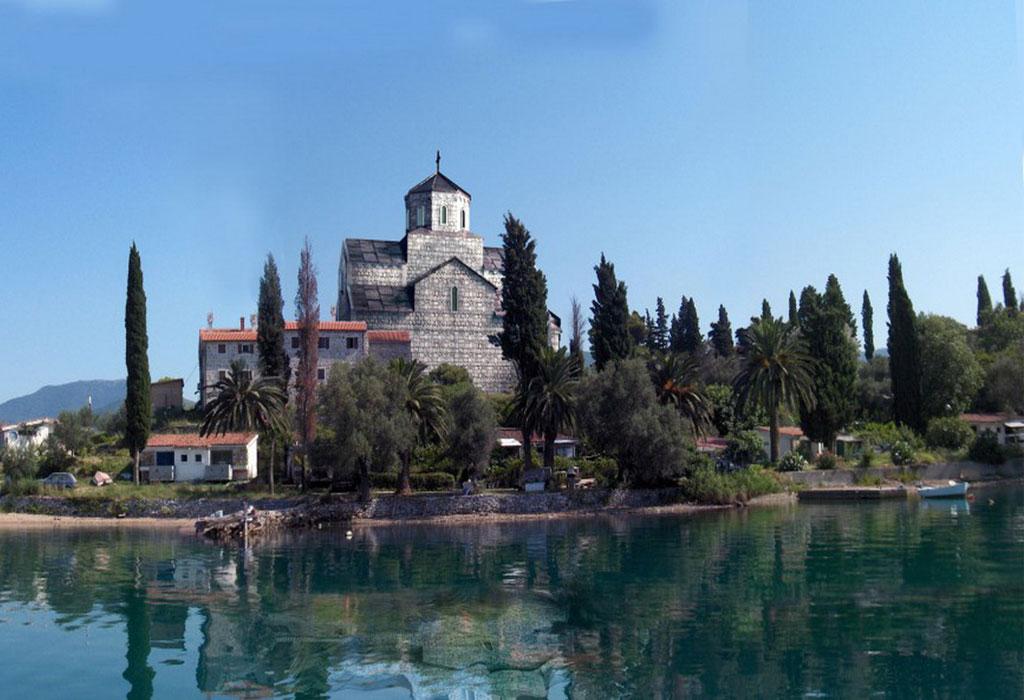 Προσκύνημα - ΣερβίακαιΜαυροβούνιο